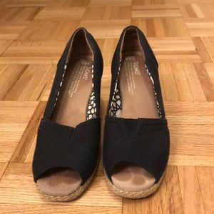 EUC Toms black peep toe wedges